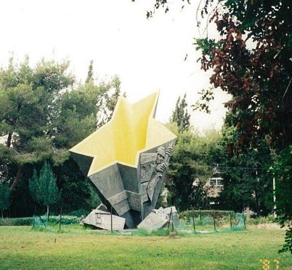 אנדרטה לזכר הלוחם היהודי בחיפה